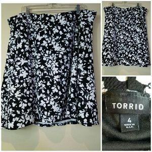 TORRID Sz 4 Skirt Skater Black White Floral Print
